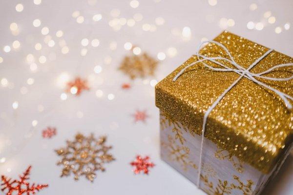 envolver-con papel-regalos-navidad